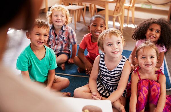 hantar anak tadika, hantar anak ke tadika, guru tadika, taska, kelebihan tadika, keburukan tadika